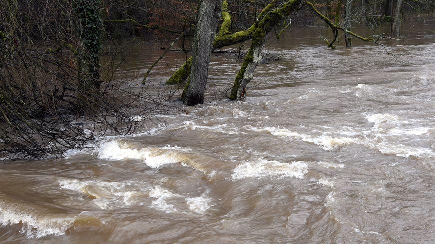 Illustration : les eaux de la Loire ne cessent de monter.