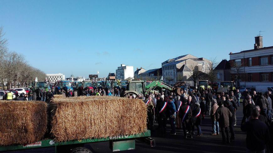 Les élus de tous bords politiques se joignent à la manifestation des agriculteurs.