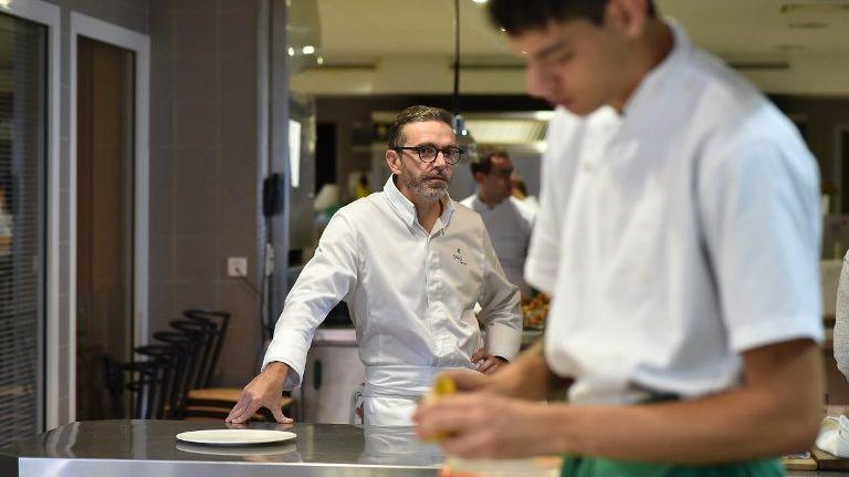 Sébastien Bras et son restaurant Le Suquet ne figureront plus au guide Michelin, à la demande du chef aveyronnais.