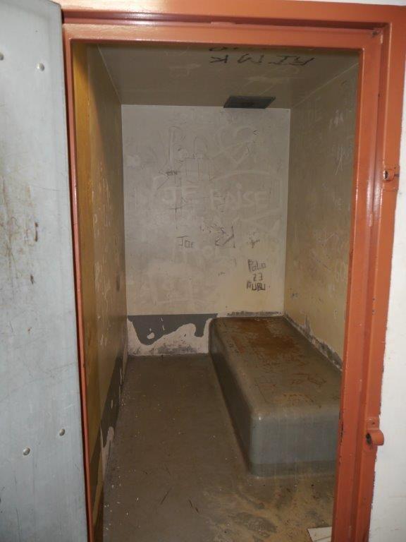 Exemple d'une cellule de dégrisement du commissariat de Limoges. En même temps, cela ne doit pas donner envie d'y retourner !