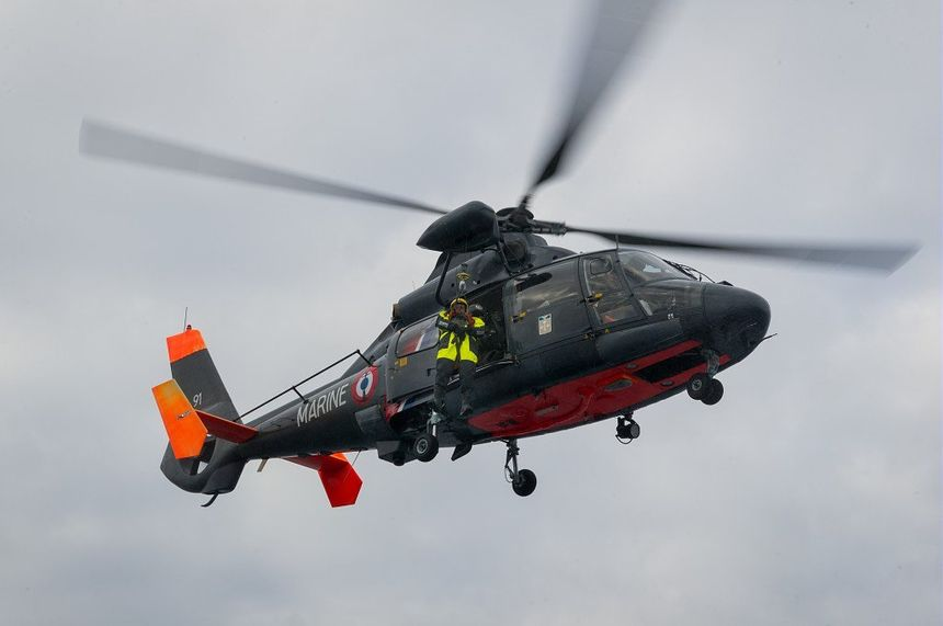 L'hélicoptère Dauphin de la Marine nationale basé à La Rochelle