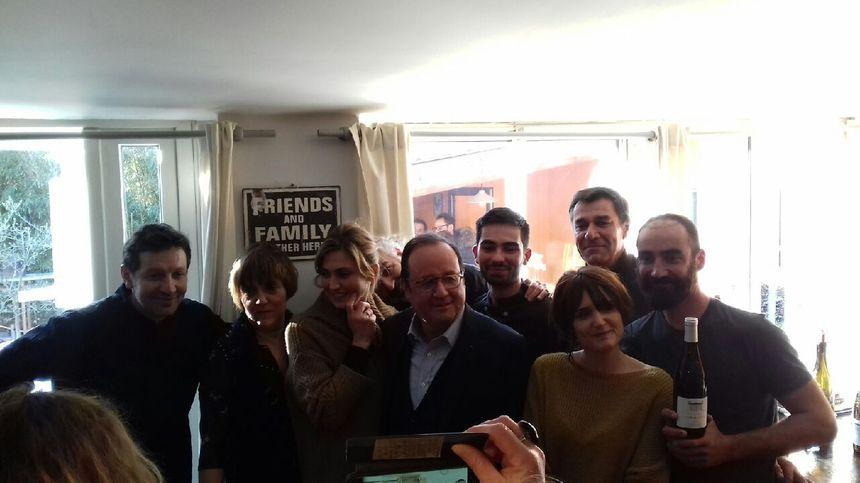 François Hollande avec toute l'équipe du restaurant l'Escapade.