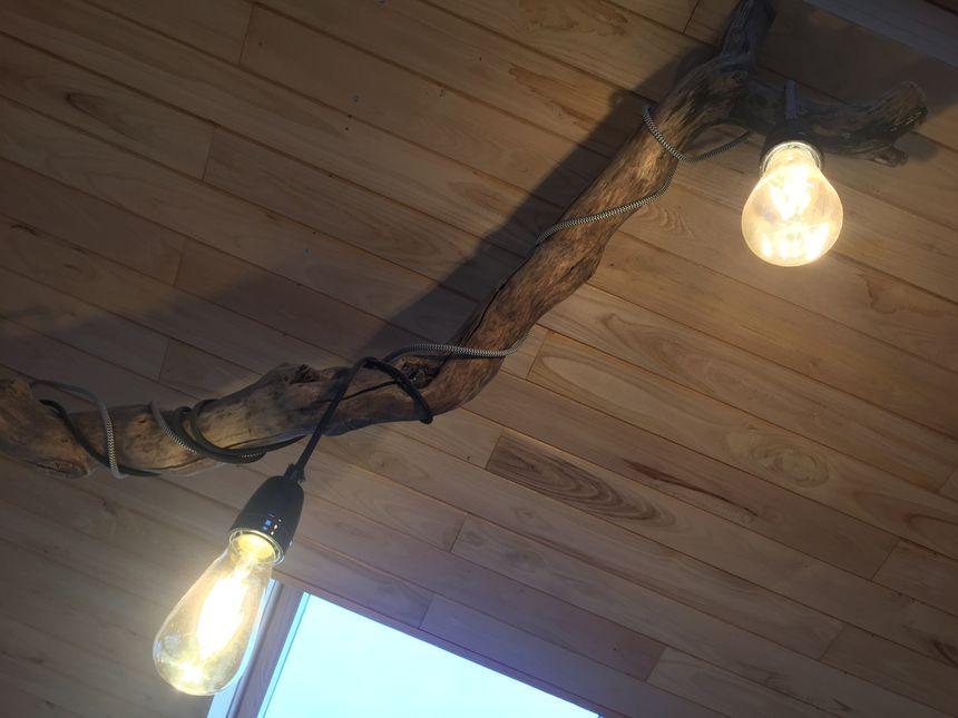 Et pour la décoration, quoi de mieux que du bois séché ? On ne se refait pas.