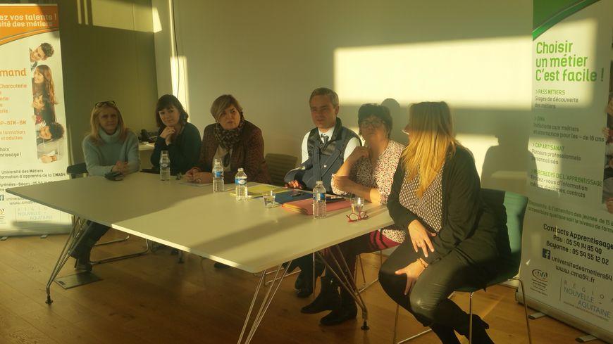 Catherine Veyssy, vice-présidente de la Région Nouvelle-Aquitaine en charge de l'apprentissage, est entourée de ses homologues de Normandie, Mayoote, Bretagne ou Occitanie