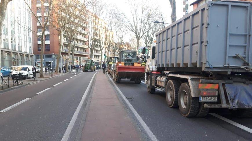 Les tracteurs quittent le centre ville de Toulouse