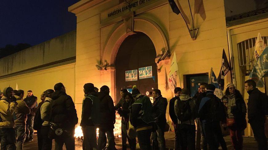 Les surveillants de prison manifestent depuis plusieurs jours devant la maison d'arrêt de Nice