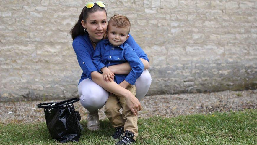 Vanessa et son petit garçon Hylann, âgé de 3 ans