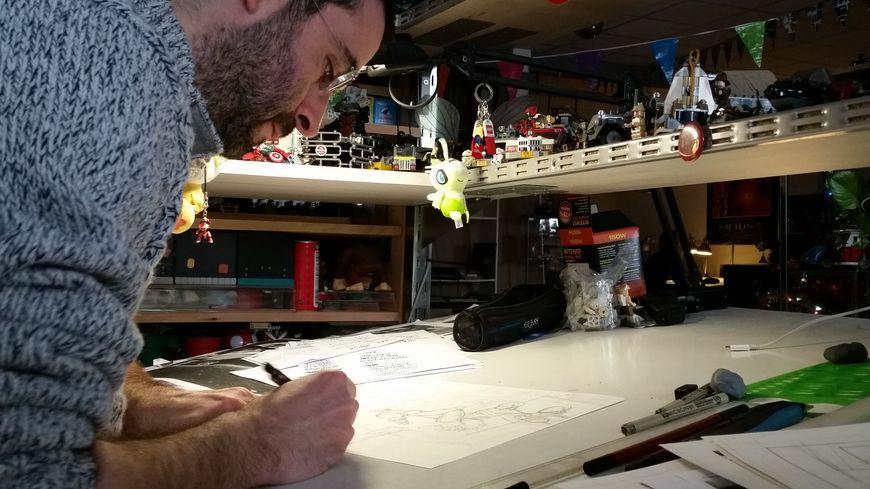 """Ben est l'un des 7 professionnels qui travaillent dans l'atelier """"510 TTC"""" à Reims."""