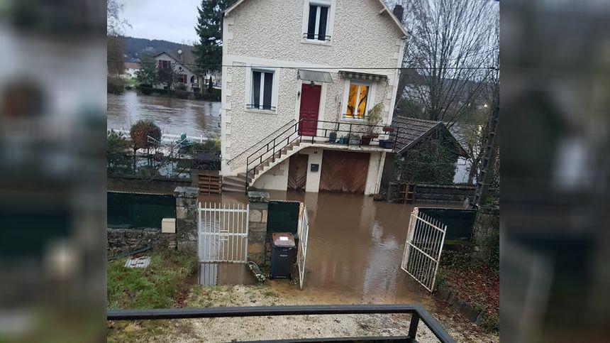 Cette maison a les pieds dans l'eau.
