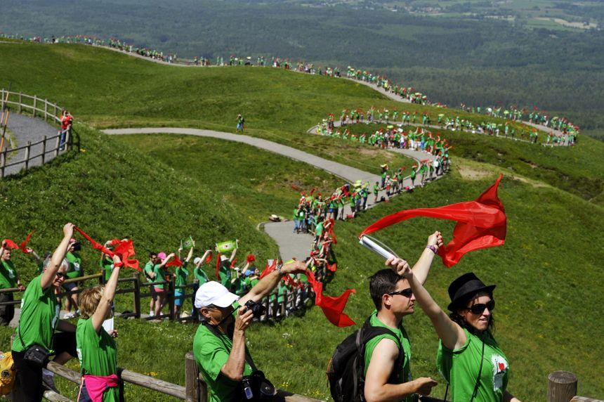 Plus d'un millier de personnes s'étaient massées au sommet du Puy-de-Dôme en 2014 pour soutenir la candidature à l'Unesco