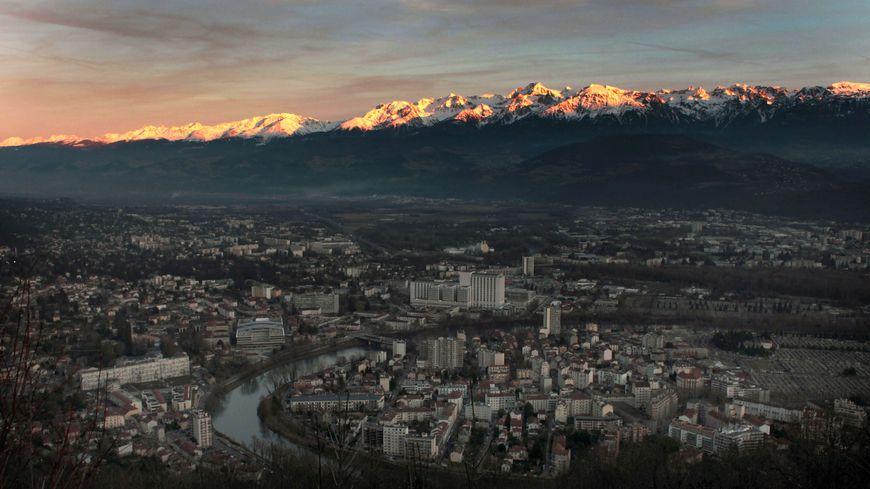 Grenoble et la chaîne de Belledonne