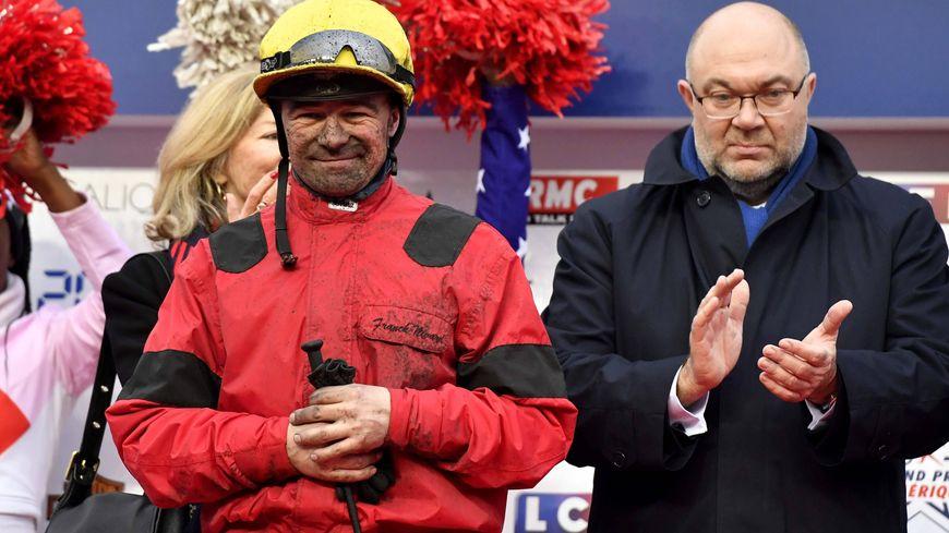 Franck Nivard, 2e sur le podium en compagnie du ministre de l'agriculture Stéphane Travert.