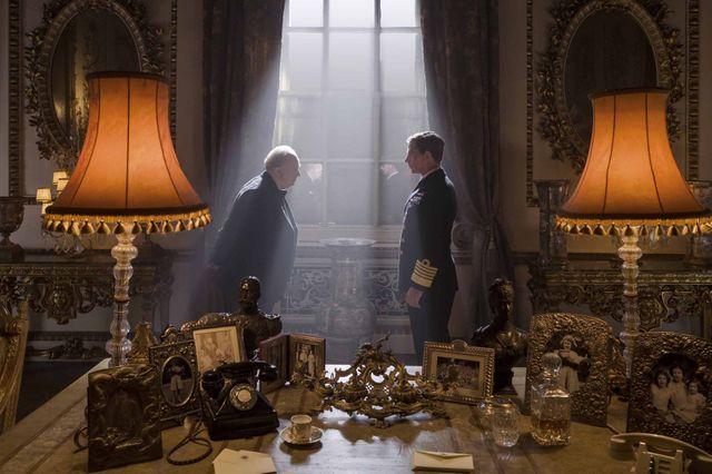 Winston Churchill (Gary Oldman) et le roi George VI (Ben Mendelsohn)
