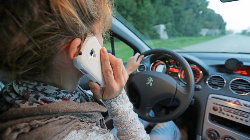 Selon un sondage IFOP, 97 % des automobilistes ont un jour téléphoné en conduisant
