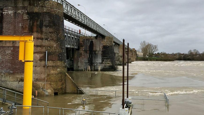 Le barrage de Poses est un ouvrage qui date de 1885.