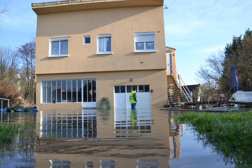 Plusieurs habitations inondées, Chemin des Pêcheurs à Villeneuve-Saint-Georges. Le 08.01.18