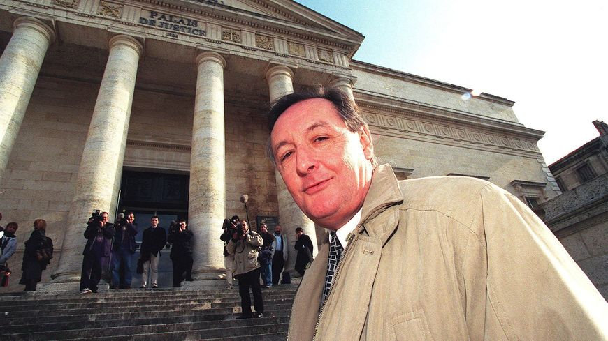 Jean-Michel Boucheron a la sortie du tribunal d'Angoulème en 1999