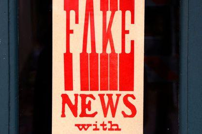 Comment lutter contre les fakes news et les théories du complot?