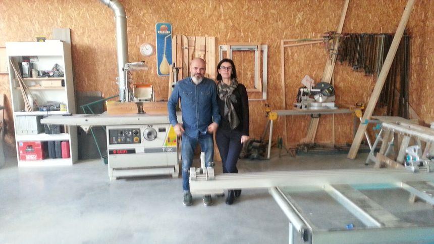 Thierry et Karine Font dans l'atelier de leur menuiserie à Morières- les-Avignon