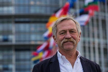 José Bové devant le Parlement européen de Strasbourg le 7 octobre 2015