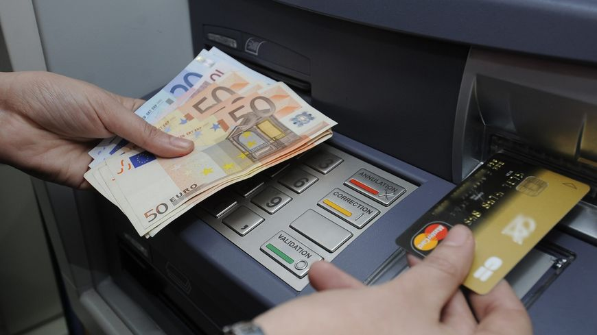 Un homme a réussi à voler la carte bancaire de trois retraités dans le sud des Landes mi-janvier et leur a dérobés entre 400€ et 800€