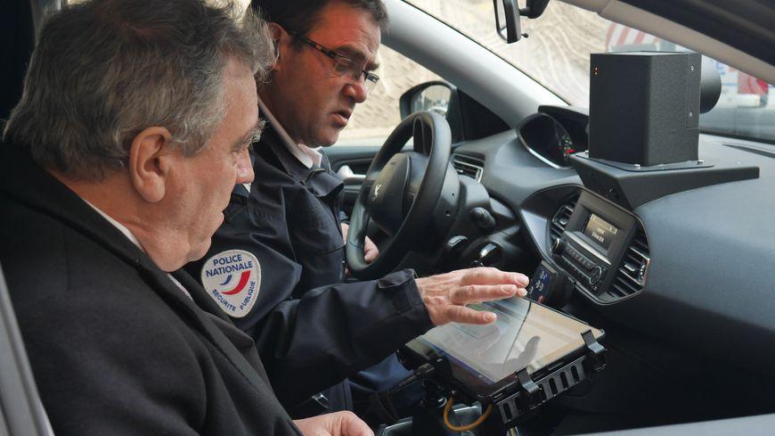 Au Puy-en-Velay, la police est équipée d'un véhicule radar mobile. Un outil redoutable pour lutter contre les excès de vitesse, qui sera aussi utilisée par les brigades de gendarmerie de la région.