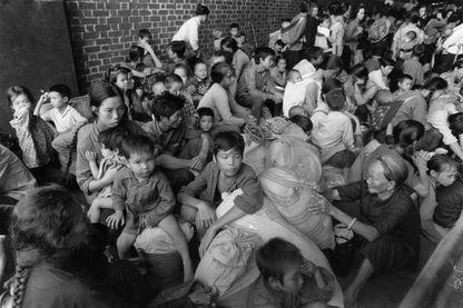 En novembre 1979, boat people vitenamien à Hong Kong