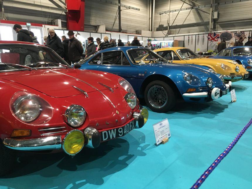 Au total, une quarantaine de modèles d'Alpine sont exposées.