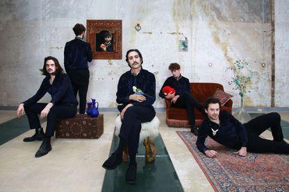 'L'Oiseleur', le deuxième album du groupe français Feu! Chatterton, sort sur le label Barclay le 9 mars 2018.