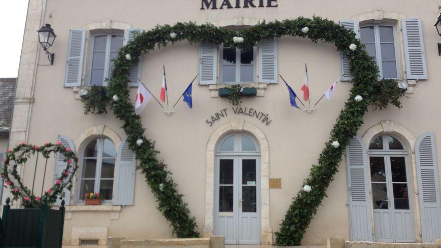 """La mairie de Saint Valentin, le """"village des amoureux"""""""