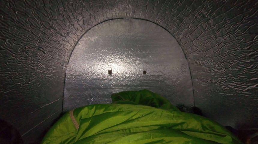 Les parois des Iglous sont couvertes d'aluminium, pour mieux conserver la chaleur et éviter tout départ de feu.