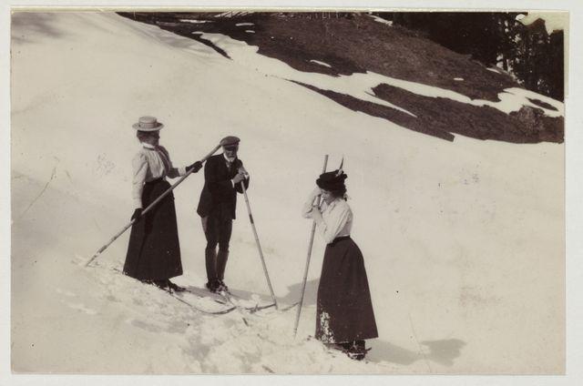 Pendant longtemps, les skieurs n'utilisaient qu'un seul bâton.