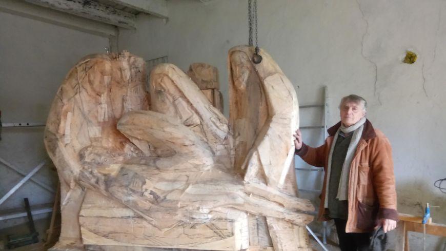 Dominique Kaeppelin dans son atelier au sommet du puy en Velay