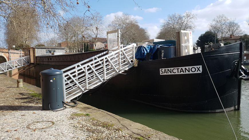 La péniche Sanctanox, au port de l'embouchure, doit accueillir la Maison Nougaro en mai prochain