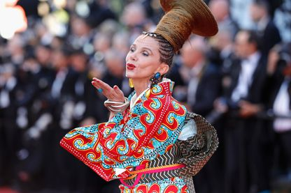 Victoria Abril à la cérémonie d'ouverture au Festival de Cannes en 2017