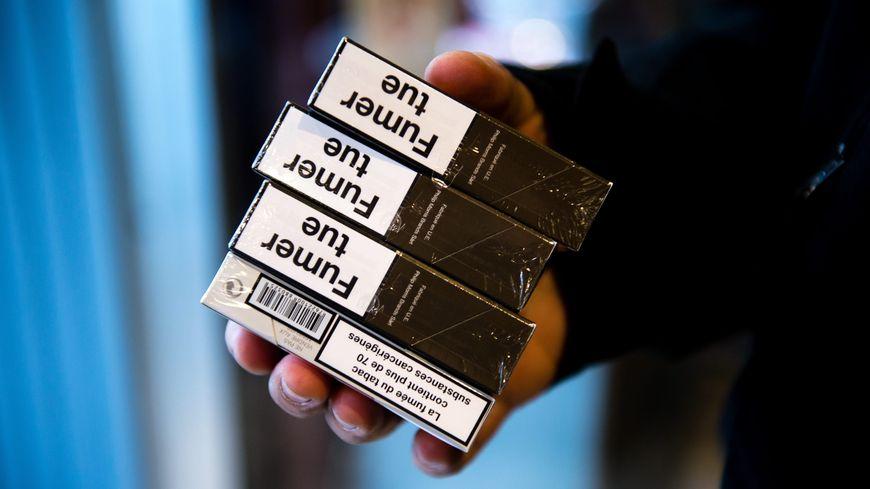 tabac le prix du paquet de cigarettes augmentera en moyenne d 39 un euro le 1er mars. Black Bedroom Furniture Sets. Home Design Ideas