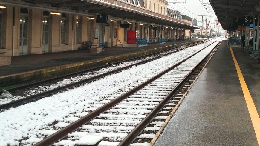 Le froid et la neige entraînent des retards et parfois des pannes sur les trains Intercités.