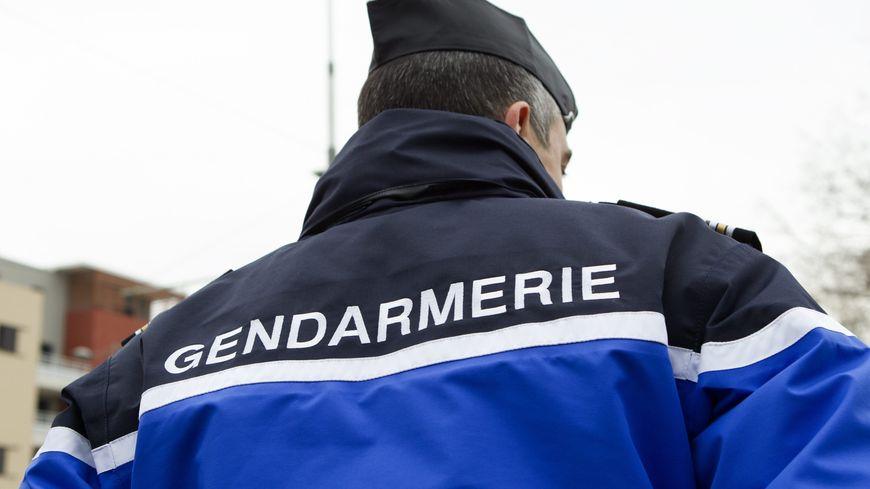 Les gendarmes ont bouclé la zone du drame ce mardi matin à Salles.