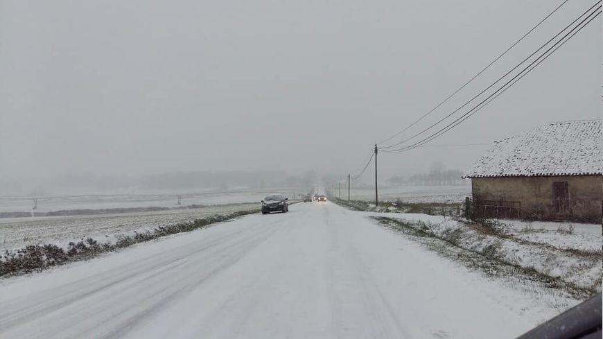 Plusieurs centimètres de neige, ici entre Hagetmau et Saint-Sever