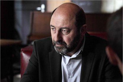 """Kad Merad dans la série télévisée """"Baron Noir"""" diffusée sur Canal + (image promotionnelle)"""