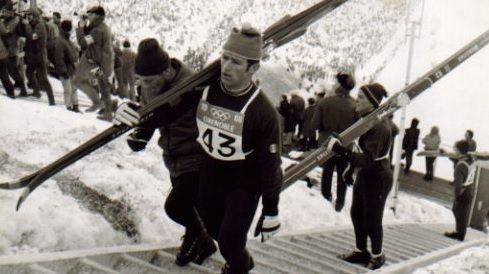 Le Bressaud Gilbert Poirot, porte-drapeau de la délégation française aux Jeux Olympiques de 1968
