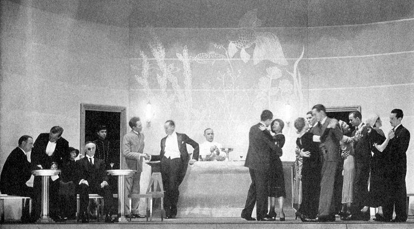 """Photo promotionnelle du show Grand Hotel (Broadway - 1930) ; Valéry Larbaud décrit dans son poème """"200 chambres, 200 salles de bain"""", la vie dans les grands hôtels du début du XXè siècle"""