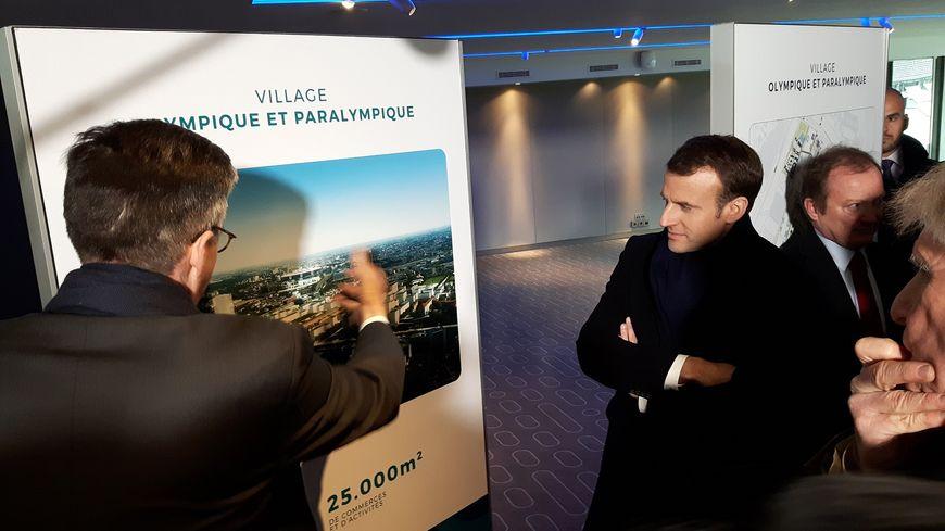 Présentation à Emmanuel Macron du projet de village olympique, au Stade de France
