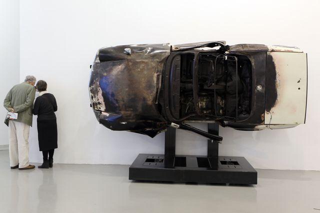 """""""Tulipe"""" oeuvre d' Arman exposée en 2011 au Musée d'Art Moderne (Mamac) de Nice, fabriquée à partir d'une voiture Triumph Spitfire  dynamitée par l'artiste français."""