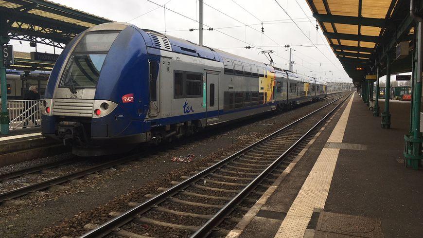 TER en gare de Thionville entre Metz et le Luxembourg