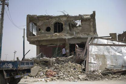 A Bagdad les Irakiens commencent à reconstruire les bâtiments détruits après 3 ans de combats contre l'État islamique