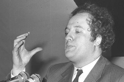 Photo prise en mars 1972 lors d'une réunion politique de François Duprat, membre du bureau politique du Front national (FN), tué dans l'explosion d'une voiture piégée le 18 mars 1978, à l'âge de 37 ans.