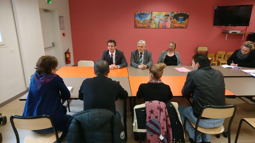 Le député LREM a rencontré des demandeurs d'asile au CADA de Grenoble