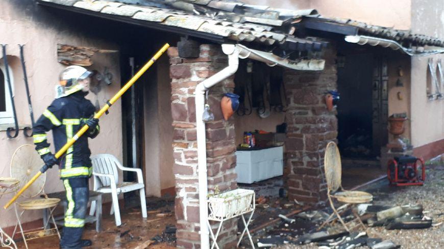 Une partie de la maison a été détruite par les flammes