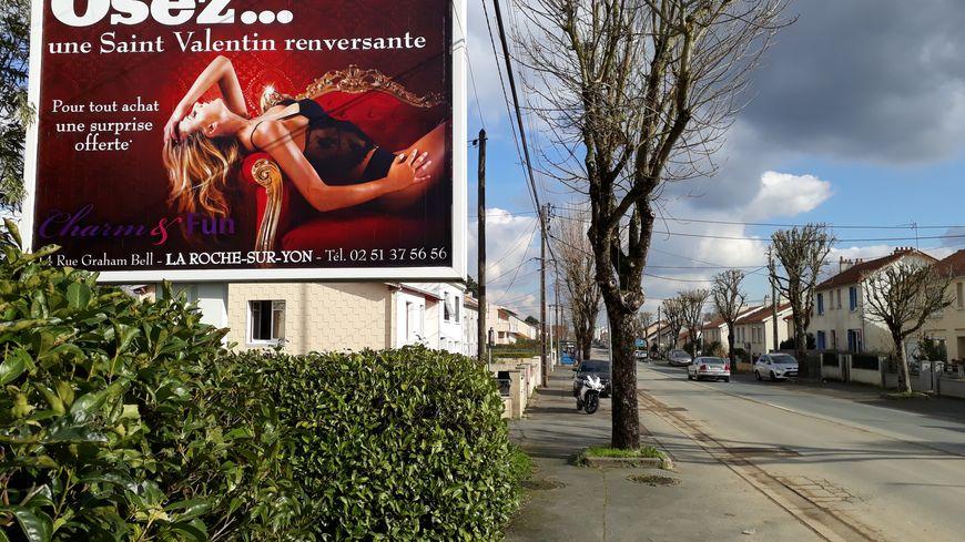 L'unique magasin de charme yonnais s'affiche sur une vingtaine de panneaux à travers la ville